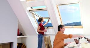 Roto Designo R7 speciálisan billenő tetőtéri ablak