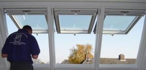 Velux GPU műanyag, felnyíló tetőtéri ablak