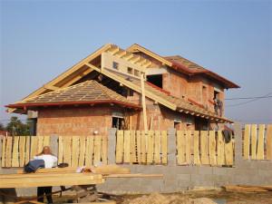 Váci ács ás tetőfedő munka. kettő darab Velux tetőtéri ablak beszerelése. Ács Vác.