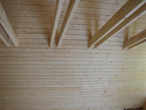Tetőtér lambériázása, szigetelése és a tetőablak beépítés.