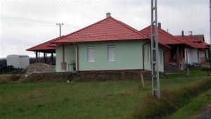 A rádi ács és tetőfedést követően, az épület bádogos munkáit is mi végeztük el.