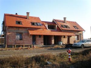 A váci tetőfedő és ácsmunka befejezése után hat db Velux tetőtéri ablak beépítése volt a feladatunk.