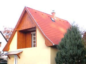 Gödi tetőfelújítás, Bramac cseréppel. Ács és tetőfedő munkák készítése.